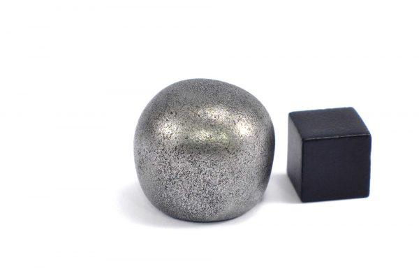 Iron meteorite 33.1 gram wide photography 09