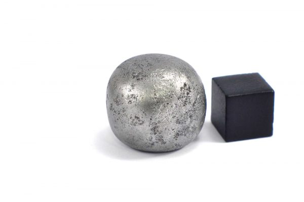 Iron meteorite 31.6 gram wide photography 11