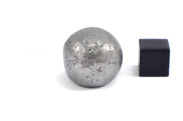 Iron meteorite 31.6 gram wide photography 10