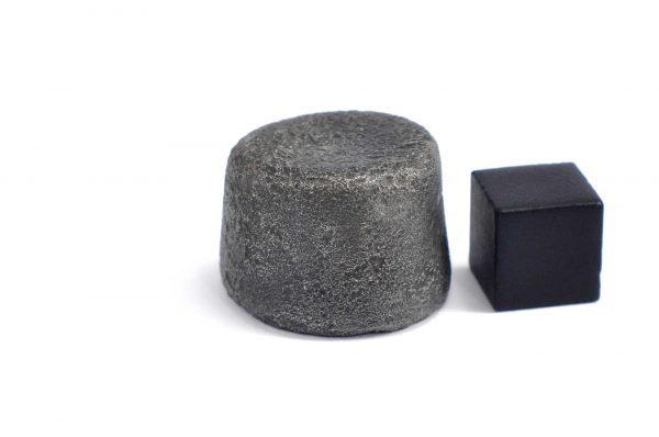 Iron meteorite 34.7 gram wide photography 09