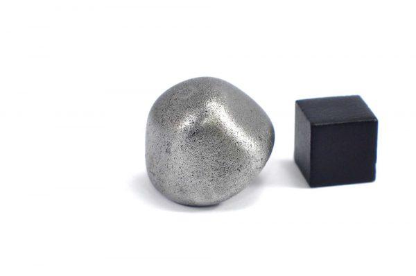 Iron meteorite 23.7 gram wide photography 10
