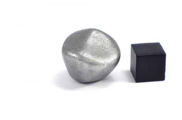 Iron meteorite 23.7 gram wide photography 08