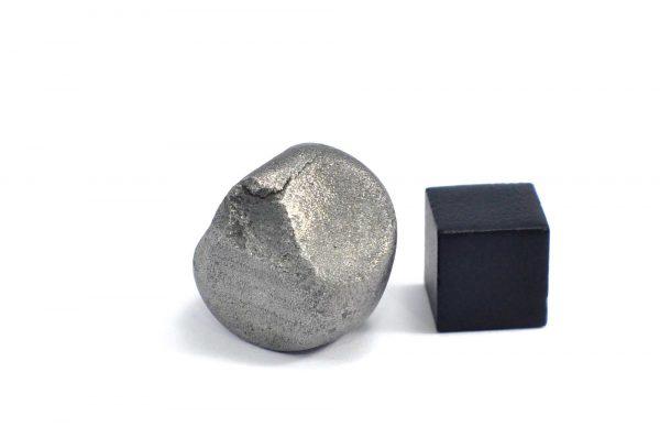 Iron meteorite 20.1 gram wide photography 11