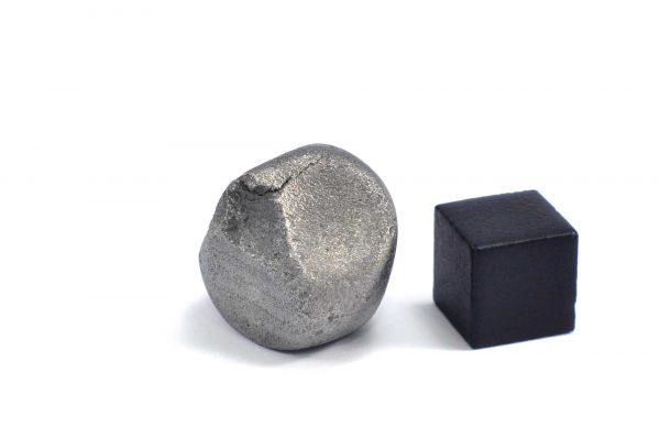 Iron meteorite 20.1 gram wide photography 10