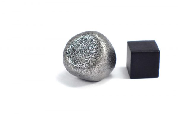 Iron meteorite 18.5 gram wide photography 09