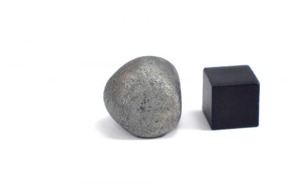 Iron meteorite 16.4 gram wide photography 09