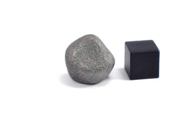 Iron meteorite 16.4 gram wide photography 08