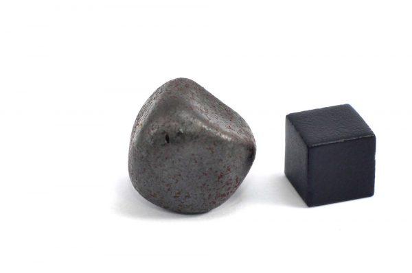 Iron meteorite 19.4 gram wide photography 11
