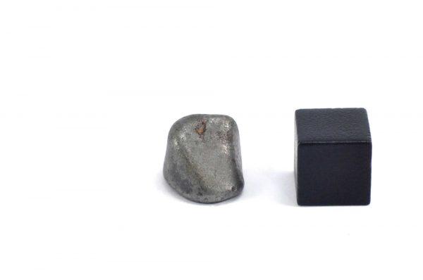 Iron meteorite 5.1 gram wide photography 17