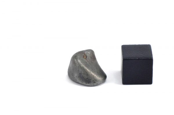 Iron meteorite 5.1 gram wide photography 16