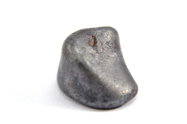 Iron meteorite 5.1 gram macro photography 01