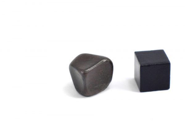 Iron meteorite 8.7 gram wide photography 08