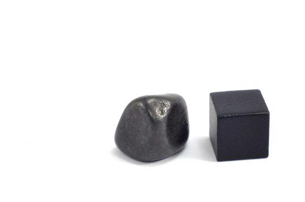 Iron meteorite 9.3 gram wide photography 09