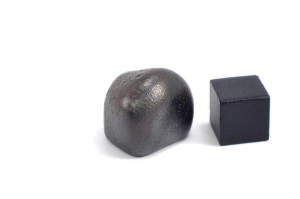 Iron meteorite 19.6 gram wide photography 09