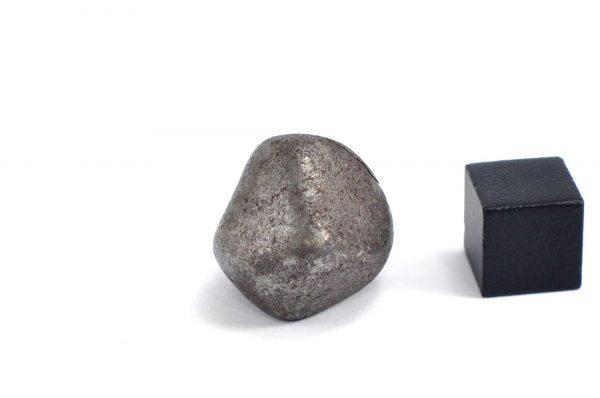 Iron meteorite 18.5 gram wide photography 11