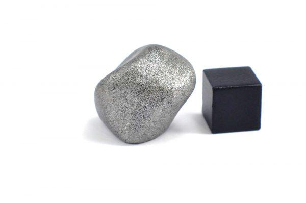 Iron meteorite 23.1 gram wide photography 15