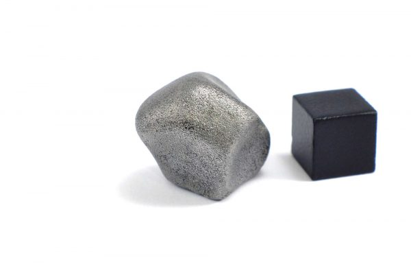 Iron meteorite 23.1 gram wide photography 14