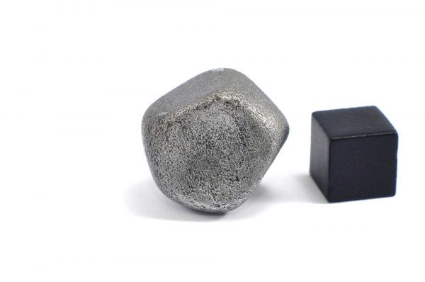 Iron meteorite 24.4 gram wide photography 02
