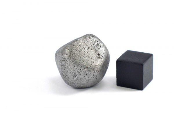 Iron meteorite 24.8 gram wide photography 11