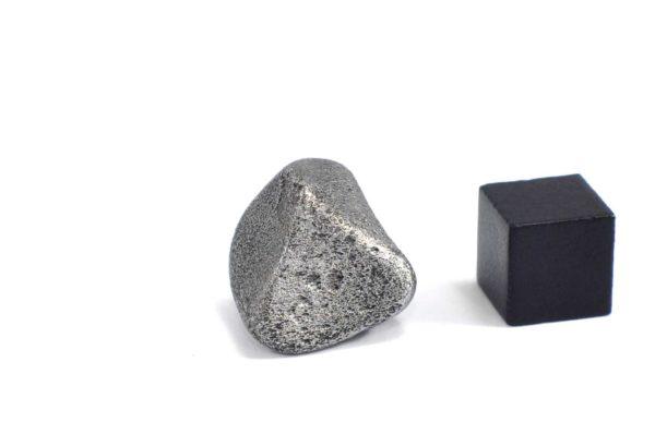 Iron meteorite 12.4 gram wide photography 08