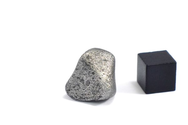 Iron meteorite 12.4 gram wide photography 07
