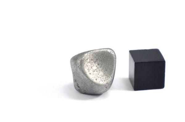 Iron meteorite 9.3 gram wide photography 07