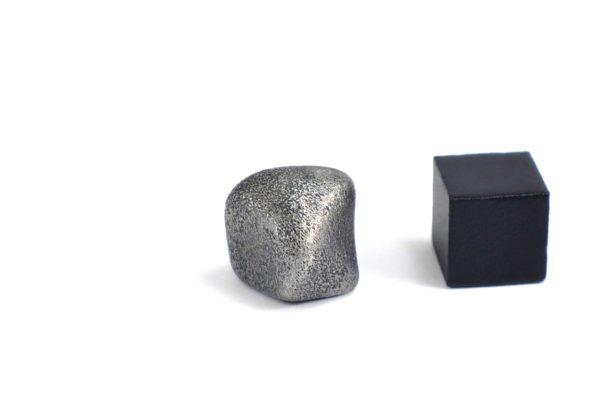 Iron meteorite 8.6 gram wide photography 06
