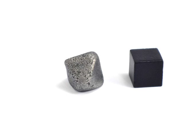 Iron meteorite 8.5 gram wide photography 08
