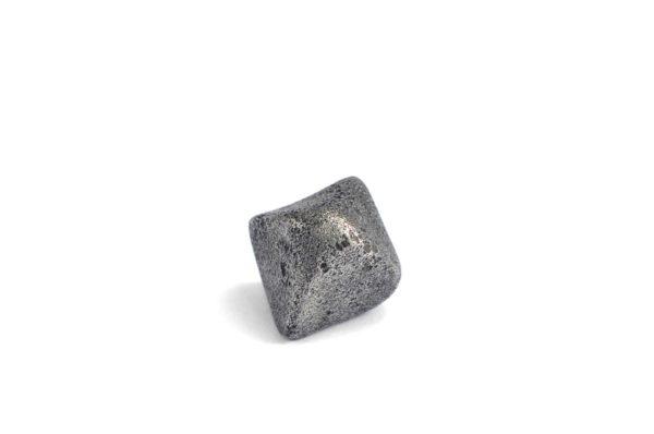 Iron meteorite 8.5 gram wide photography 01