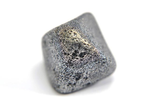 Iron meteorite 8.5 gram macro photography 02