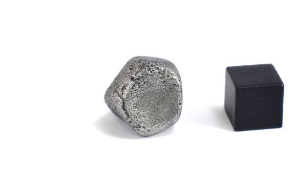 Iron meteorite 14.2 gram wide photography 09
