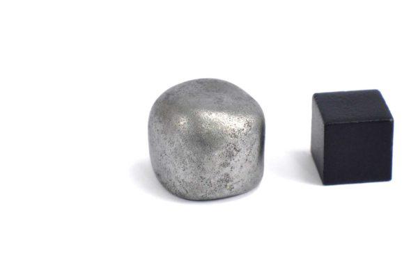 Iron meteorite 18.4 gram wide photography 08