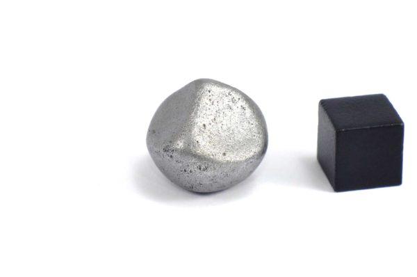 Iron meteorite 15.9 gram wide photography 09