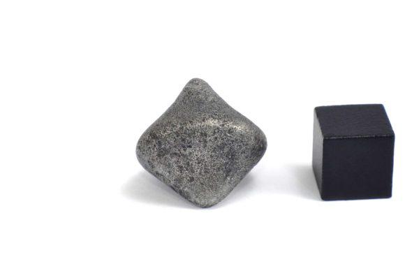 Iron meteorite 16.0 gram wide photography 08