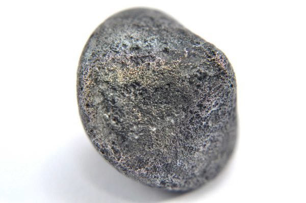 Iron meteorite 16.0 gram macro photography 02