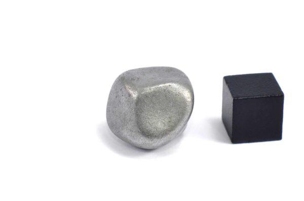 Iron meteorite 16.8 gram wide photography 06