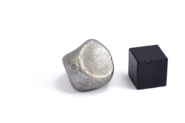 Iron meteorite 14.7 gram wide photography 09