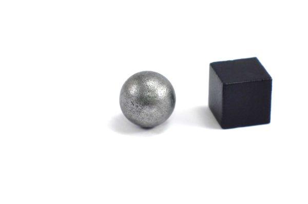 Iron meteorite 5.5 gram wide photography 11