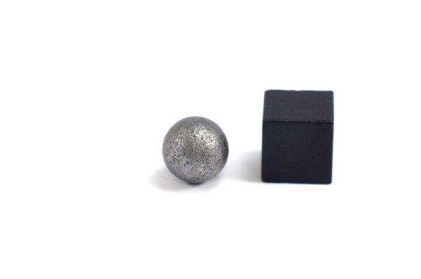 Iron meteorite 3.4 gram wide photography 23