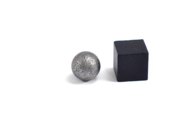Iron meteorite 3.4 gram wide photography 22