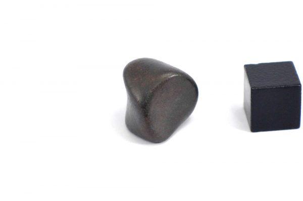Iron meteorite 12.7 gram wide photography 03