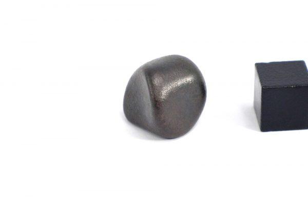 Iron meteorite 12.7 gram wide photography 02