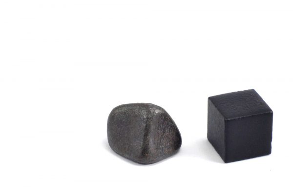 Iron meteorite 5.7 gram wide photography 11