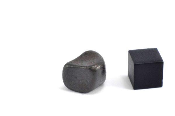Iron meteorite 8.9 gram wide photography 13