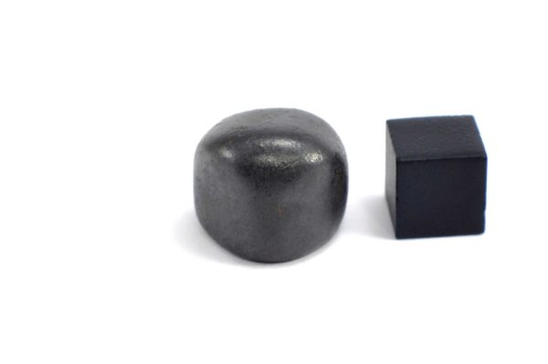 Iron meteorite 18.8 gram wide photography 15