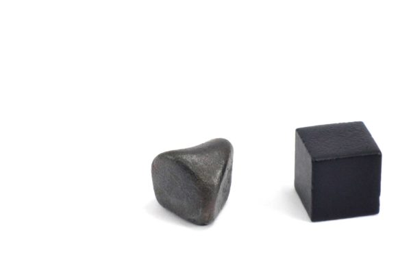 Iron meteorite 5.4 gram wide photography 09
