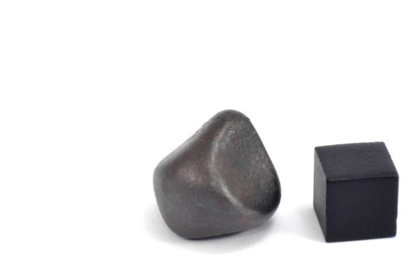 Iron meteorite 17.5 gram wide photography 16