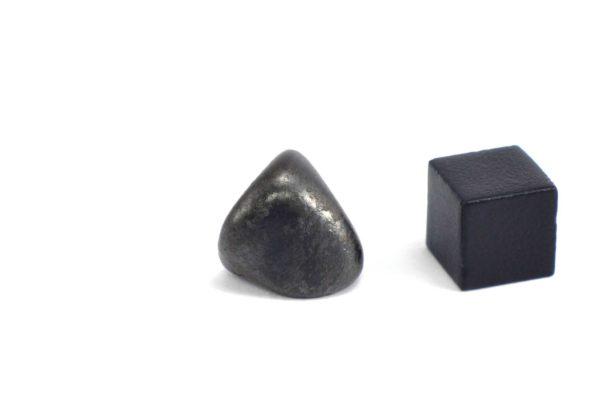 Iron meteorite 8.6 gram wide photography 09