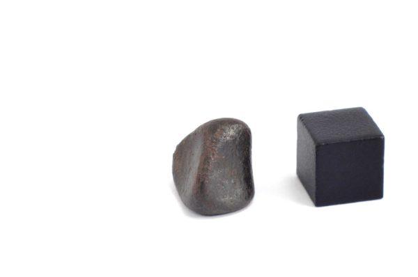 Iron meteorite 6.9 gram wide photography 10